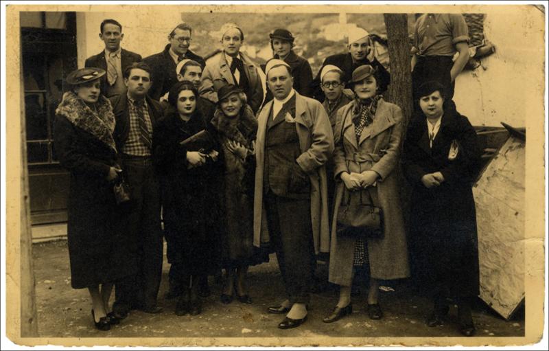 Део ансамбла путујућег позоришта Душана Животића, Призрен, 1936.