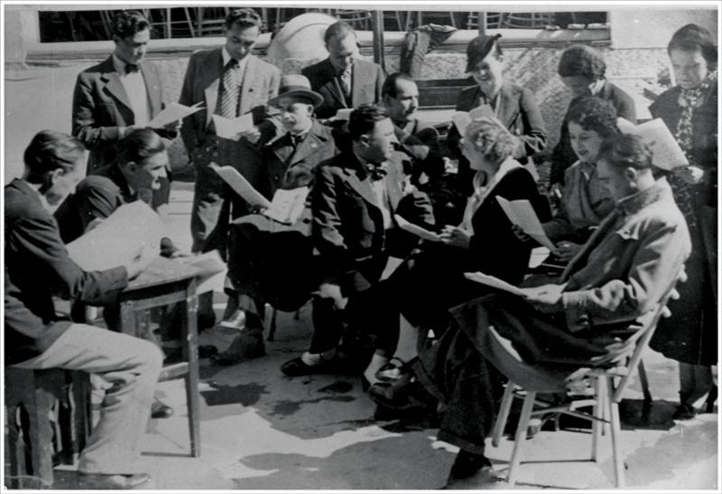 "Глумци београдског ""Малог позоришта""  на читаћој проби комада ""Чича Мартин Амалин"", 1935."