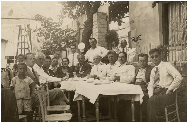 """Путујуће позориште """"Боем"""": Добрица Милутиновић на гостовању, Јагодина, 1935."""